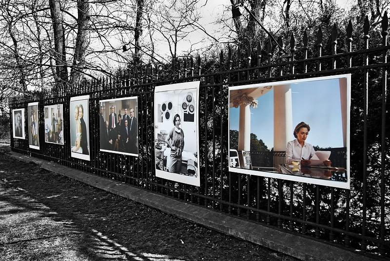 """tn_2, Q-ltura – pisał i pstrykał FotoMaximus Wystawa """"Kobiety"""" Annie Leibovitz na ogrodzeniu Ogrodu Botanicznego Uniwersytetu Warszawskiego - od 16 kwietnia do 15 maja."""