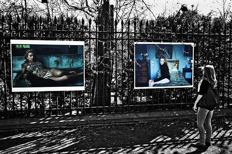 """tn_3, Q-ltura – pisał i pstrykał FotoMaximus Wystawa """"Kobiety"""" Annie Leibovitz na ogrodzeniu Ogrodu Botanicznego Uniwersytetu Warszawskiego - od 16 kwietnia do 15 maja."""