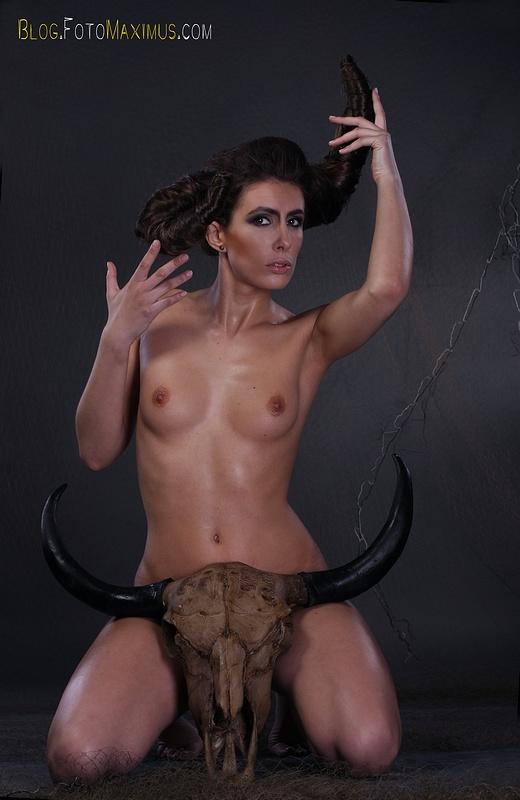 tn_1 sesja kreatywna Exclusive - Monika jako Devil, studio Warszawa