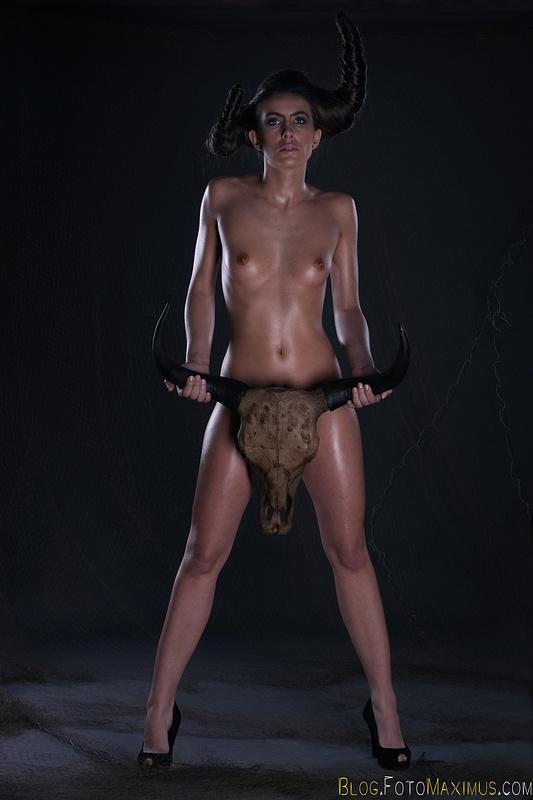 tn_18 sesja kreatywna Exclusive - Monika jako Devil, studio Warszawa