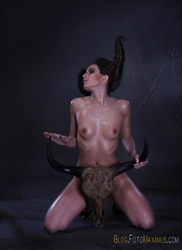 tn_3 sesja kreatywna Exclusive - Monika jako Devil, studio Warszawa