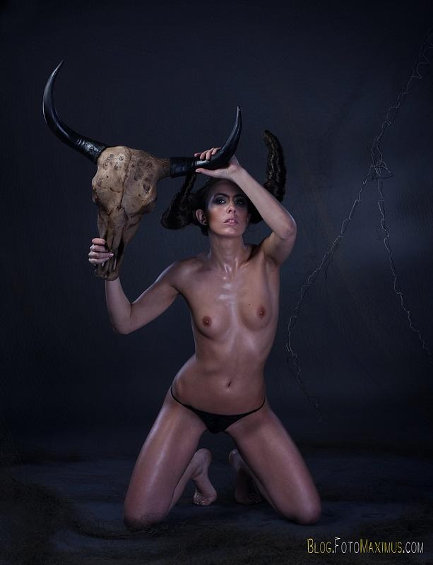 tn_4 sesja kreatywna Exclusive - Monika jako Devil, studio Warszawa