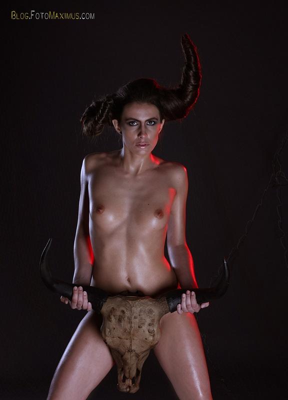 tn_5 sesja kreatywna Exclusive - Monika jako Devil, studio Warszawa