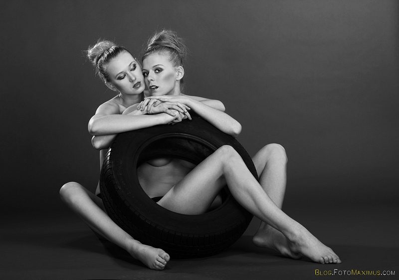 """""""MM kokki"""" (meningokoki?!), czyli modelki Martyna i Monika., studio Warszawa"""