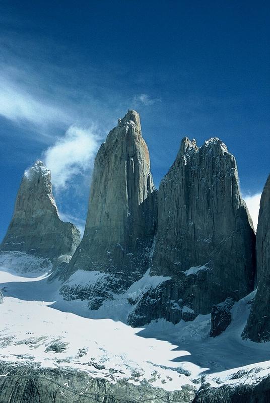 Torres del Paine – masyw należący do grupy górskiej Cordillera del Paine leżąca w Chile w Patagonii. Jest położona 400 km na północ od Punta Arenas i około 2500 km na południe od stolicy Chile: Santiago de Chile.